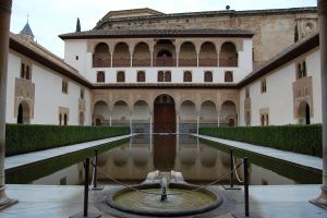 alhambra-patio-de-los-arrayanes-the_myrtle_patio_in_the_nasrid_palace