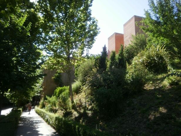 alhambra-vista-del-sendero-y-de-la-torre-de-los-siete-suelos