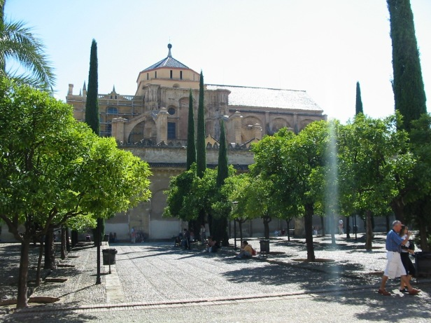 cordoba_mezquita_patio_naranjos