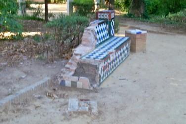 jardines-de-murillo-baco-de-cerc3a1mica-destrido-por-el-vandalismo