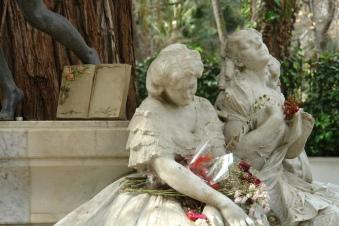 monumento-a-becquer-libro