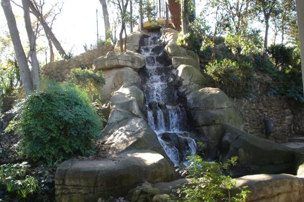 parque-de-maria-luisa-cascada-monte-gurugu-1