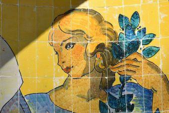 sevilla-glorieta_de_ofelia_nieto-_detalle_figura_lateral_derecha