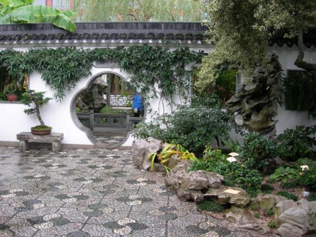 chinese-gardens-circle-door