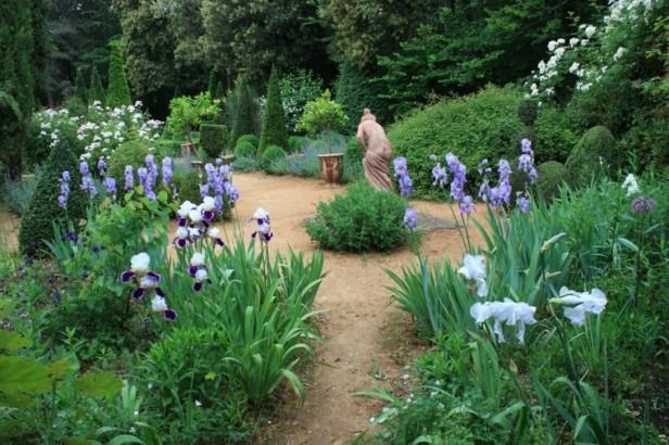 jardin-mediterraneo-camino-estatua-piedra