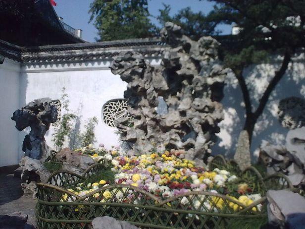 rock-lion-grove-garden