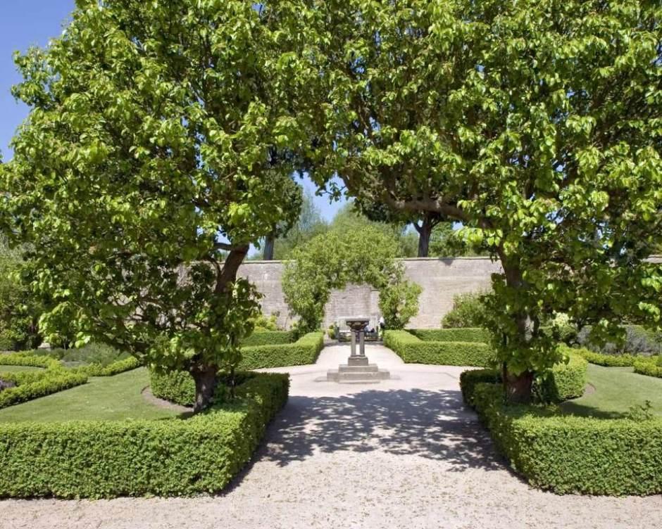 tree-arch-newstead-gardens