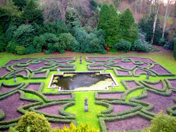 tudor-gardens