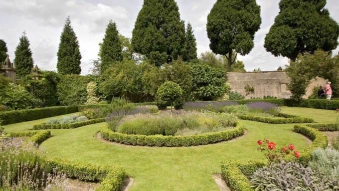walled-gardens-newstead