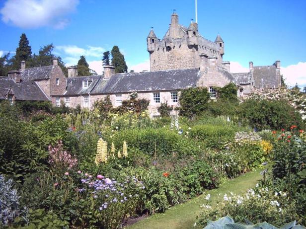 cawdor-castle-gardens-7-2