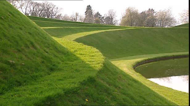jardin-dumfriesshire-jencks-garden-steps-garden-decoration