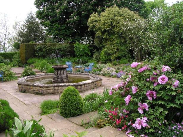 kifsgate-court-garden