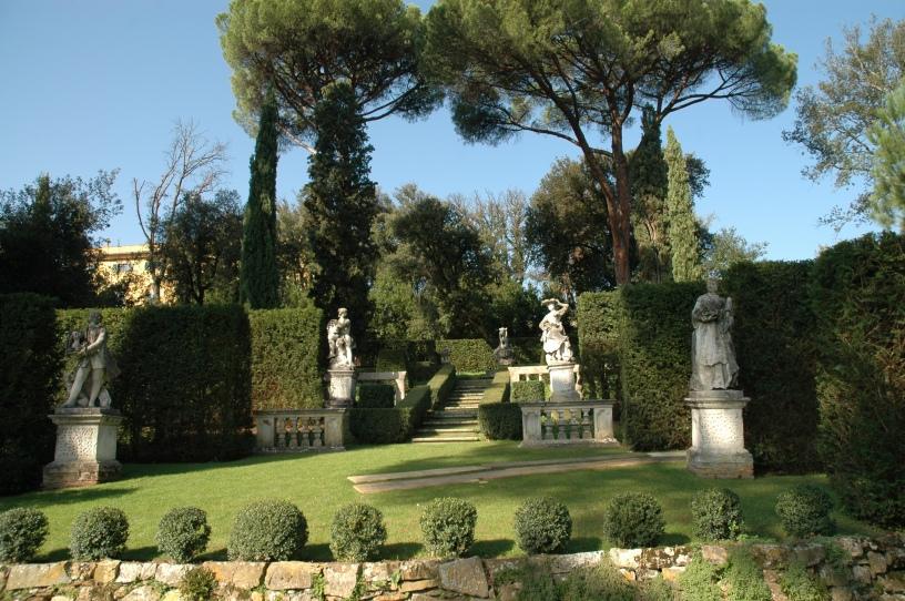 Del viaje a los jardines de la toscana villa la pietra for Jardin de la villa