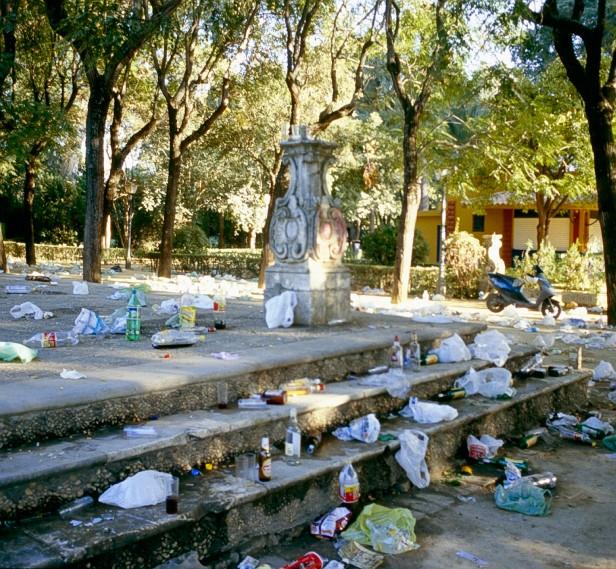 vandalismo-botellona-jardines-de-las-delicias