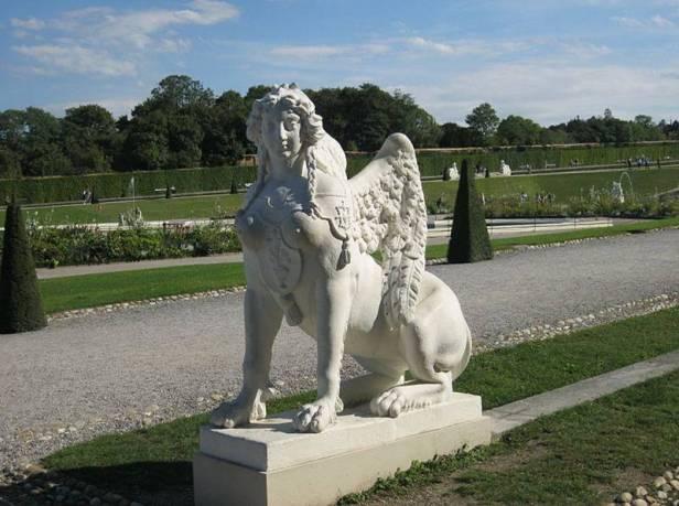 barroco-escultura-de-una-esfinge-en-elos-jardines-del-palacio-belvedere-viena-austria