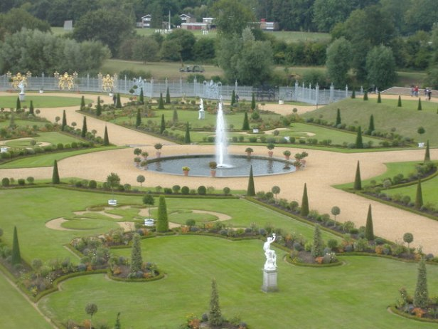 barroco-hampton-court-jardin-privado-the_privy_garden_hampton_court_palace_-_geograph-org-uk_-_260428