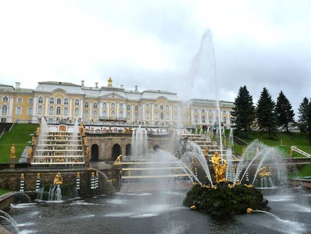 barroco-palacio-de-peterhof-san-petersburgo-rusia