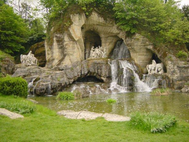 bosquet-des-bains-dappolon-du-chateau-de-versailles-2