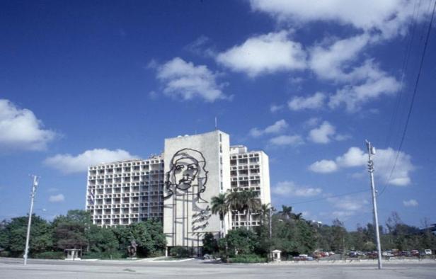 cuba-plaza-de-la-revolucion-2001