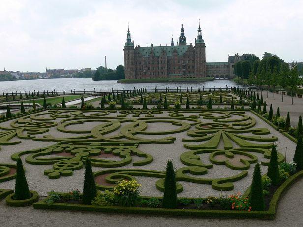 denmark-frederiksborg_slot_-_ornamentgarten_4
