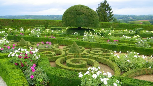 gardens-of-the-chateau-de-hautefort-ks