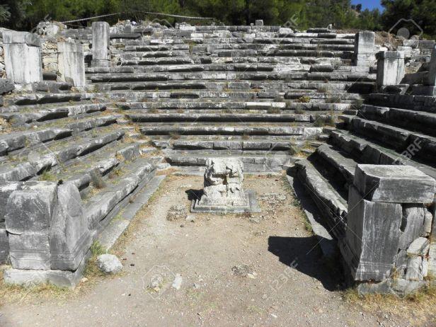 grecia-bien-conservado-en-la-antigua-casa-del-senado-bouleteri-n-en-la-antigua-ciudad-de-priene