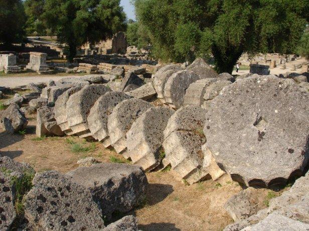 grecia-las-columnas-del-templo-de-zeus-en-olimpia