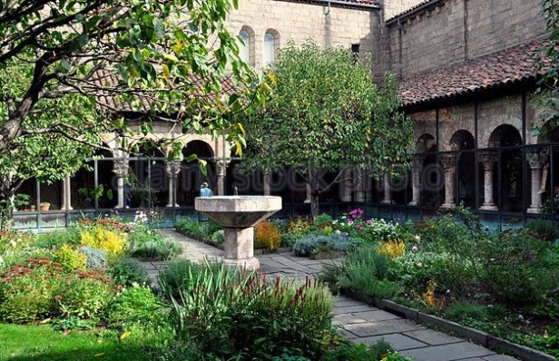 medieval-nyc-the-12th-century-cuxa-cloister-with-its-medieval-garden-and-fountain-e9ny2e
