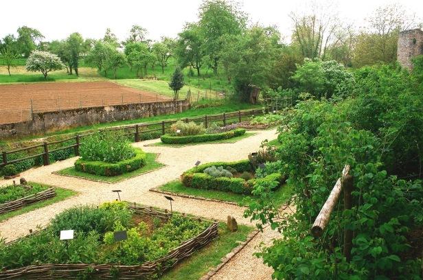 medieval-rodemack_the_medieval_garden