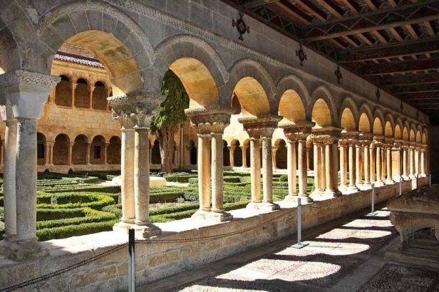 monasterio-claustro-monasterio-de-santo-domingo-de-silos-3