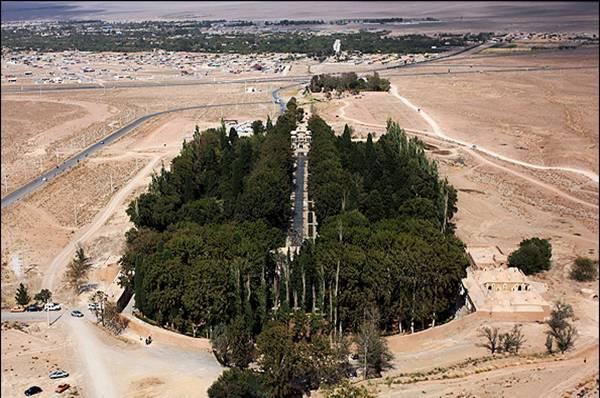 persa-shazdeh-jardin-mahan-kerman-iran