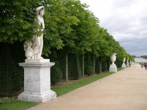 versailles-esculturas-y-arboles_redimensionar