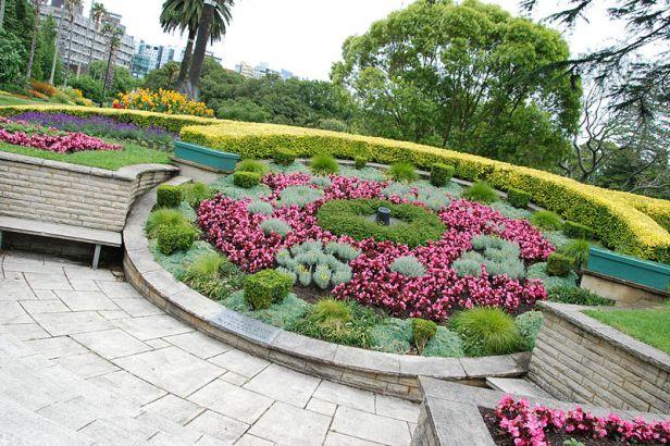 albert_park_-_floral_clock