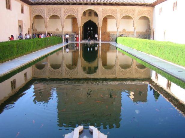 alhambra-patio-de-los-arrayanes-1
