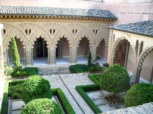 aljaferia-de-zaragoza-patio_de_santa_isabel