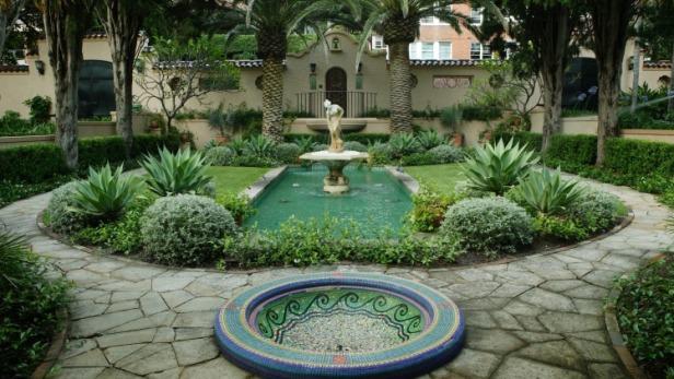 au-gardens-at-lindsay-foxs-property-boomerang-in-elizabeth-bay-sydney