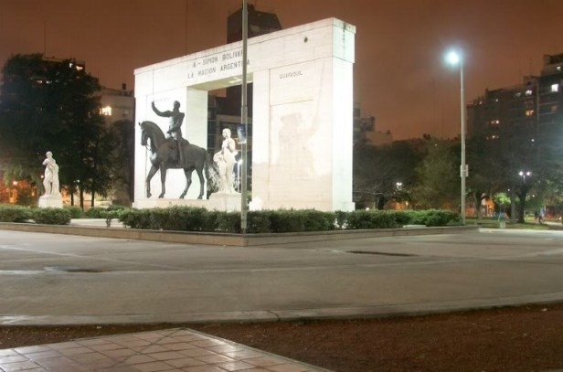 buenos-aires-parque-rivadavia-noche-2