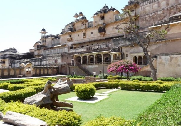 bundi-palace-gardens-rajasthan-india-chitra_sala-bundi
