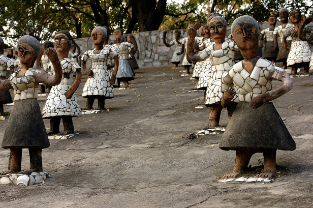 chandigarh-dancing_girls_at_rock_garden_chandigarh-2
