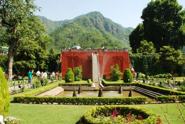 ing-chashme-shahi-first-terrace-garden-chashme-shahi