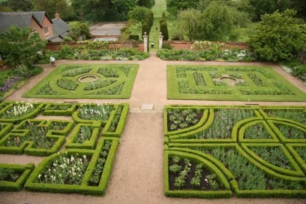 ing-elizabethan-style-gardens-west_garden
