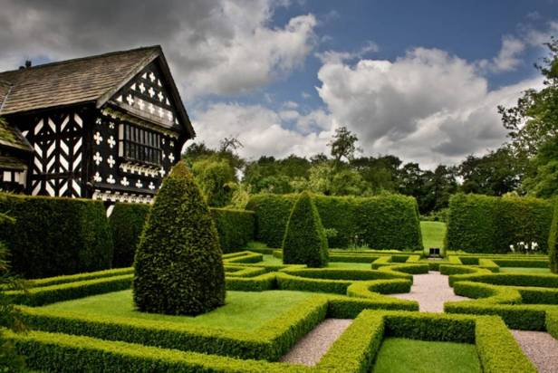 ing-little-moreton-hall-b