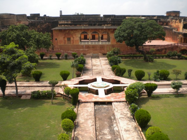 jaigarh_fort_-_char_bagh_-bg