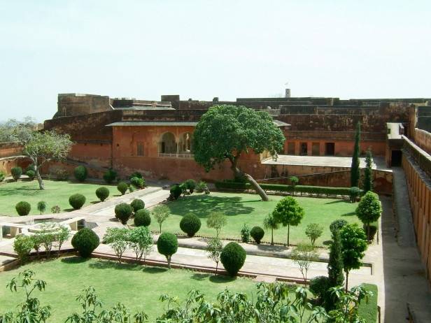 jaigarh_fort_-_char_bagh_rajasthan-jaipur-jaigarh-fort
