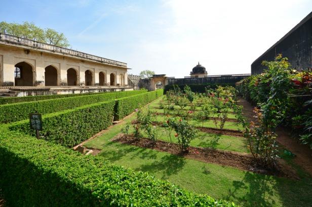 padmini-palace-garden-chittorgarh-rajasthan-india