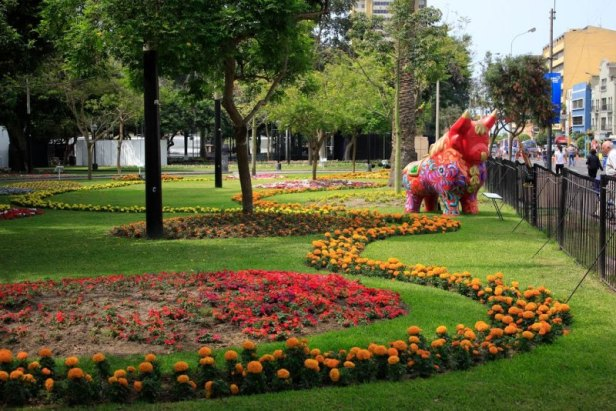 peru-parque-centrtal-de-miraflores-parque-kennedy-lima-parque_kennedy_miraflores_lima_turismo_peru