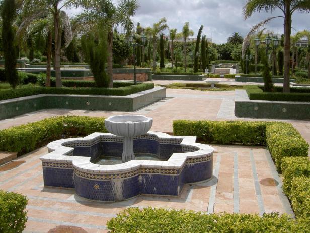 rabat-parque-frente-el-mausoleo-hassan
