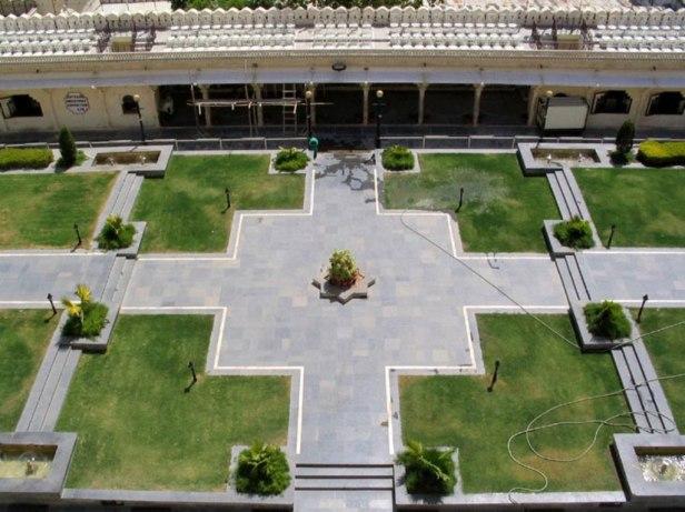 udaipur-city-palace-gardenscity-palace-udaipur-manak-chowk