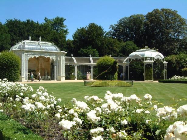 vic-waddesdon-house-victorian-garden-aviarios