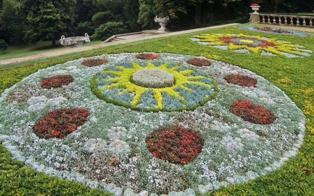 vic-waddesdon-manor-gardens-buckinghamshire-england